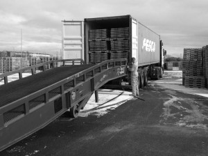 Cummins container loading at RPS site of returnable packaging pallet tops dividers including loading ramp